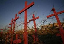 <p>Crosses are erected in Ciudad Juarez April 10, 2008, in memory of some of the women murdered in the city since 1993. REUTERS/Henry Romero</p>