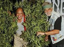 <p>Los comediantes Cheech & Chong durante el anuncio de su primera gira en 25 años en Los Angeles, California, EEUU, 30 jul 2008. Dos de los fumadores de marihuana más famosos de la década de 1970, Cheech Marin y Tommy Chong, revelaron el miércoles sus planes de realizar su primera gira cómica en 25 años tras su dura separación. 'Cheech & Chong: Light Up America ...', se presentará en 22 ciudades de Estados Unidos, comenzando el 12 de septiembre en Filadelfia y finalizando el 20 de diciembre Denver, Colorado. Photo by Fred Prouser/Reuters</p>