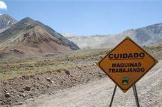 <p>A traffic sign is seen near Barrick Gold Corp.'s Veladero gold mine, on the Argentine side of the border district between Chile?s Huasco province and Argentina's San Juan province, a few kilometers from the site for the Pascua Lama gold project, some 834 km (518 miles) northeast of Santiago, Chile, February 28, 2007. REUTERS/Pav Jordan</p>