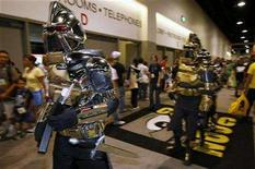 <p>Attendees dress as characters from Battlestar Galactica at the 39th annual Comic Con Convention in San Diego July 24, 2008. REUTERS/Mike Blake</p>