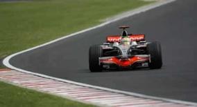 <p>O piloto de Fórmula 1 da McLaren, Lewis Hamilton, durante treino para o GP da Hungria em Budapeste. Hamilton foi o piloto mais rápido dos treinos livres desta sexta-feira para o Grande Prêmio da Hungria. Nelsinho Piquet colocou a Renault em 2o lugar. Photo by Leonhard Foeger</p>