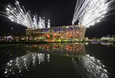 <p>Fogos de artifício explodem no Estádio Nacional, conhecido como Ninho de Pássaro, durante ensaio da cerimônia de abertura das Olimpíadas de Pequim. Photo by Jason Lee</p>