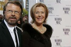 <p>Bjoern Ulvaeus and Anni-Frid Reuss (R), former members of the Swedish pop group 'Abba' arrive before the Berlin premiere of the musical 'Mamma Mia' October 21, 2007. REUTERS/Arnd Wiegmann</p>