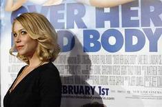 <p>La actriz Christina Applegate, famosa por interpretar a la despistada Kelly Bundy en la comedia de televisión 'Married ... With Children', lucha contra un de cáncer de mama, pero se espera que se recupere completamente, dijo el sábado su portavoz. Applegate, de 36 años, recibió el diagnóstico de cáncer durante una resonancia magnética de rutina, dijo la portavoz Ame Van Iden en un correo electrónico. Photo by (C) MARIO ANZUONI / REUTERS/Reuters</p>