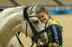 <p>Luiza Tavares de Almeida, de 16 anos,  e seu cavalo Samba, durante treinamento em Honk-Kong, sede do hipismo olímpico. Uma tempestade tropical se aproxima da cidade e pode adiar o início das provas, previsto para sábado. Photo by Caren Firouz</p>