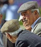 <p>Alcuni anziani in paese. REUTERS/Marcello Paternostro</p>