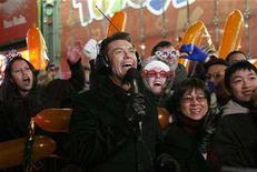 <p>Ryan Seacrest joins revelers in Times Square during New Year's Eve celebrations in New York December 31, 2007. REUTERS/Katie Orlinsky</p>