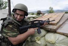 <p>Confrontos com rebeldes da Geórgia recomeçam após cessar-fogo. O governo da Geórgia e os separatistas da Ossétia do Sul quebraram um acordo de cessar-fogo poucas horas depois de os dois lados concordarem em negociar na sexta-feira. 5 de agosto. Photo by Reuters</p>