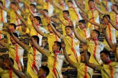 <p>Artistas desempenham coreografia com tambores na cerimîonia de abertura das Olimpíadas de Pequim. Photo by Dylan Martinez</p>