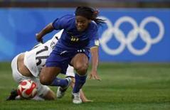 <p>Ronaldinho disputa lance em jogo contra a Nova Zelândia neste domingo. O Brasil venceu por 5 x 0. Photo by Alvin Chan</p>