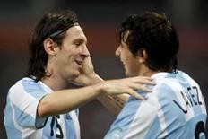 <p>Argentino Ezequiel Lavezzi comemora com Lionel Messi após marcar gol que garantiu a vitória por 1 x 0 sobre a Austrália, neste domingo, nos Jogos de Pequim. Photo by Marcos Brindicci</p>