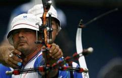 <p>Ilario Di Buo prende la mira nella gara di oggi. REUTERS/Ruben Sprich (CHINA)</p>