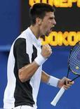 <p>El tenista serbio Novak Djokovic celebra tras derrotar al estadounidense Robby Ginepri durante la primera ronda de los Juegos Olímpicos de Pekín 2008, 11 de agosto del 2008. El tenista serbio Novak Djokovic ha estado jugando el rol de 'paparazzi' en la Villa Olímpica, consiguiendo instantáneas de otros atletas. Photo by Toby Melville/Reuters</p>