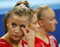 <p>Alicia Sacramone, dos Estados Unidos, lamenta seu desempenho na disputa por equipes na ginástica artística. Com um erro na trave e dois no solo, seu resultado foi determinante na classificação final dos EUA, prata, atrás da China.. Photo by Mike Blake</p>