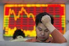 <p>Un investitore controlla l'andamento della Borsa. REUTERS/Nir Elias</p>
