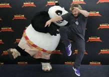 "<p>Jack Black in posa per promuovere ""Kung Fu Panda"". REUTERS/Susana Vera (SPAIN)</p>"