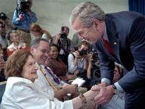 <p>U.S. President George W. Bush (R) greets veteran reporter Helen Thomas (L) during a surprise visit to the last-ever briefing from the press briefing room of the White House in Washington, August 2, 2006. As a tireless questioner of authority and a consummate Washington insider, pioneering White House correspondent Thomas has covered nine U.S. presidents over a span of nearly a half century. REUTERS/Jonathan Ernst</p>