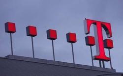 <p>Selon le New York Times, qui cite des sources proches du dossier, T-Mobile USA, filiale de Deutsche Telekom, sera le premier opérateur à proposer un téléphone portable basé sur Android, la plateforme mobile de Google. /Photo d'archives/REUTERS/Ina Fassbender</p>