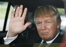 <p>Donald Trump waves as he leaves an Aberdeenshire Council inquiry into the plans for his golf course resort in Aberdeen, northeast Scotland, June 10, 2008. REUTERS/David Moir</p>
