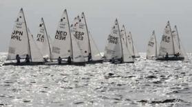 <p>Barcos da classe 470 feminina durante regata em Qingdao. As brasileiras Fernanda Oliveira e Isabel Swan estão em 3o lugar nos Jogos de Pequim. Photo by Pascal Lauener</p>