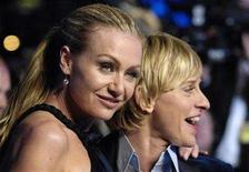 <p>Actresses Ellen DeGeneres (R) and her partner Portia de Rossi arrive for the Vanity Fair Oscar Party in West Hollywood in this file photo from February 25, 2007. DeGeneres married de Rossi at their home in Los Angeles on Saturday, according to People magazine. REUTERS/Chris Pizzello</p>