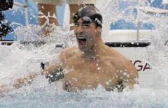<p>O norte-americano  Michael Phelps comemora vitória na final do 100m rasos estilo borboleta, em Pequim, dia 16 de agosto. Durante mais de três décadas acreditou-se que seria impossível superar o recorde de sete medalhas de ouro conquistadas pelo nadador dos EUA Mark Spitz em Munique-1972, numa época em que se nadava de cabelo grande e sem toca. Michael Phelps conseguiu. Photo by David Gray</p>