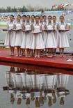 <p>As anfitriãs olímpicas durante cerimônia de entrega de medalhas no remo nos Jogos Olímpicos de Pequim. Photo by Darren Whiteside</p>