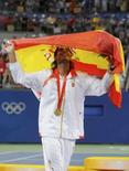 <p>Rafael Nadal comemora a medalha de ouro nos Jogos Olímpicos de Pequim. Photo by Toby Melville</p>