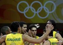 <p>Jogadores da seleção brasileira comemoram no centro da quadra após vitória por 3 sets a 0 sobre a Alemanha, nesta segunda-feira, nos Jogos de Pequim. Photo by Oleg Popov</p>
