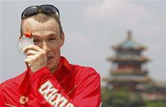 <p>Simon Whitfield of Canada poses with his silver medal after the men's triathlon competition at the Ming Tomb reservoir in the Changping District of northern Beijing during the Beijing 2008 Olympic Games August 19, 2008. REUTERS/Tim Wimborne</p>