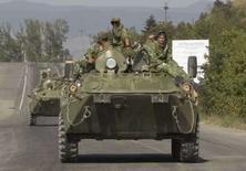 <p>Soldados russos em veículo blindado nos arredores de Gori. Os EUA ainda não identificaram nenhuma retirada substancial das forças russas estacionadas na Geórgia, afirmaram autoridades norte-americanas na terça-feira. Photo by Adrees Latif</p>