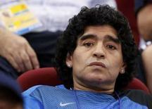 <p>O argentino Diego Maradona assiste o jogo de basquete entre Argentina e Rússia, em 18 de agosto. 'Há muito tempo que não vejo um Brasil tão mesquinho e tão defensivo', disse o argentino Diego Maradona, após assistir da tribuna de honra à vitória da Argentina por 3 x 0 sobre o Brasil na semifinal dos Jogos de Pequim. Photo by Lucy Nicholson</p>
