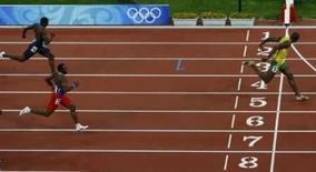 <p>O jamaicano Usain Bolt cruza a linha de chegada na final dos 2000m rasos, em Pequim, dia 20 de agosto. Conheça a carreira de Usain Bolt, o jamaicano que ganhou a medalha de ouro nos 200 metros rasos dos Jogos de Pequim na quarta-feira. Photo by Hans Deryk</p>