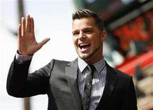 <p>Singer Ricky Martin waves to fans before being honored with a star on the Walk of Fame in Hollywood, October 16, 2007. REUTERS/Mario Anzuoni</p>