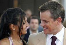 "<p>Matt Damon poses with his wife Luciana as they arrive for the screening of ""The Bourne Ultimatum"" in France, September 1, 2007. REUTERS/Vincent Kessler</p>"