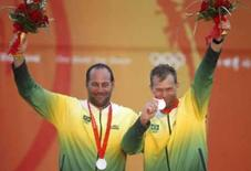 <p>Bruno Prada e Robert Scheidt comemoram a medalha de prata na classe Star. Photo by Pascal Lauener</p>