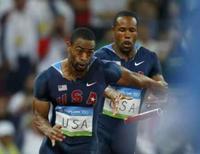 <p>Tyson Gay e Darvis Patton erram passagem do bastão durante eliminatória do revezamento 4x100m livre dos Jogos de Pequim, nesta quinta-feira. Photo by Mike Blake</p>