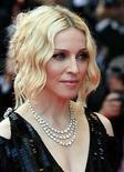 <p>Madonna dará el sábado el puntapié inicial de su gira mundial 'Sticky & Sweet' en el Millennium Stadium de la ciudad de Cardiff, la última prueba de su resistencia sólo una semana después de su 50 cumpleaños. La 'reina del pop' espera eclipsar su última gira mundial del 2006. 'Confessions' se convirtió en la gira con mayor recaudación realizada nunca por una artista femenina, al vender 195 millones de dólares en entradas. Photo by (C) JEAN-PAUL PELISSIER / REUTERS/Reuters</p>