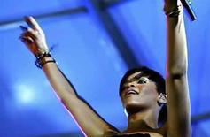 <p>La cantante de pop Rihanna (en la foto) inició su segunda semana en el primer lugar de los primeros 100 éxitos de Billboard con 'Disturbia', pero apenas logró esquivar el mejor debút de la lista en más de 18 meses, 'Crush', del solista David Archuleta. El sencillo de Archuleta vendió 166.000 descargas en Estados Unidos, según datos de Nielsen SoundScan, e ingresó a la lista como número dos. Photo by (C) AFOLABI SOTUNDE / REUTERS/Reuters</p>