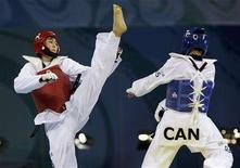 <p>Karine Sergerie of Canada fights Hwang Kyungseon (red) of South Korea during the women's -67kg gold medal taekwondo competition at the Beijing 2008 Olympic Games, August 22, 2008. REUTERS/Alessandro Bianchi</p>
