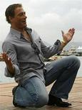 <p>La productora canadiense Peace Arch Entertainment adquirió los derechos norteamericanos del filme 'JCVD', una parodia protagonizada por Jean-Claude Van Damme (en la foto) que será presentada en el Festival Internacional de Cine de Toronto. En el documental humorístico de Gaumont y dirigido por Mabrouk El Mechri, Van Damme se interpreta a sí mismo en una situación de secuestro en su país natal, Bélgica. Photo by (C) CHRISTIAN HARTMANN / REUTERS/Reuters</p>