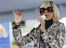 """<p>Mary J. Blige performs on NBC's """"Today"""" show in New York May 9, 2008. REUTERS/Brendan McDermid</p>"""