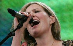 <p>British singer Dido performs at the Live 8 concert in Hyde Park in London, July 2, 2005. REUTERS/Stephen Hird</p>