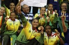 <p>Mulheres do Brasil brilham em Olimpíada 'cor-de-rosa'. Brasileiras medalhistas de ouro no voleibol comemoram após vitória contra os EUA. As mulheres roubaram a cena na participação olímpica brasileira na China. 23 de agosto. Photo by Alexander Demianchuk</p>