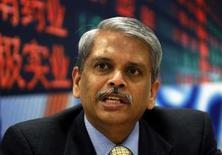 <p>S. Gopalakrishnan, le patron d'Infosys Technologies. La deuxième SSII indienne annonce l'achat du consultant britannique Axon Group pour 407,1 millions de livres (510 millions d'euros) en numéraire. /Photo d'archives/REUTERS/Arko Datta</p>