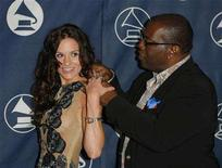 <p>Randy Jackson helps Kara DioGuardi of Platinum Weird with her dress during the Los Angeles Chapter of the Recording Academy's annual ceremony to honor extraordinary artists in Los Angeles, California June 8, 2006. REUTERS/Lucas Jackson</p>
