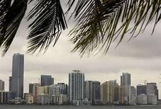 <p>La sala Gibson Showroom en el distrito Design de Miami, lugar donde el fabricante de guitarras expone numerosas marcas, se ha convertido en un oasis para todo lo referente a la música en la ciudad. La vitrina permite el acceso libre de todo para realizar sesiones de ensayo y composición hasta grabaciones de televisión y exposiciones. Photo by (C) CARLOS BARRIA / REUTERS/Reuters</p>