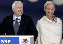 <p>Esposa de McCain visitará a Geórgia em missão humanitária. Cindy McCain, esposa do candidato republicano à Presidência, John McCain, viajará para a Geórgia nesta semana para avaliar a situação humanitária depois do conflito militar com a Rússia, informou o senador pelo Estado do Arizona. Foto do Arquivo. Photo by Daniel Aguilar</p>