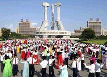 <p>Столица КНДР празднует приход к власти лидера КНДР Ким Чен Ира в 1960 году, 25 августа 2008 года. Северная Корея приостанавливает процесс свертывания атомной программы и рассматривает возможность возобновления работы ядерного реактора в Йонбене, поскольку США, по мнению Пхеньяна, нарушили условия договора о разоружении, сообщило государственное новостное агентство KCNA. REUTERS/KCNA (NORTH KOREA).</p>
