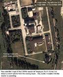 <p>Спутниковый снимок пятимегаваттного ядерного реактора в Йонбене (КНДР), 11 сентября 2005 года. Северная Корея заявила во вторник, что решила приостановить процесс свертывания атомной программы и рассматривает возможность возобновления работы ядерного реактора в Йонбене, поскольку США нарушили условия договора о разоружении. REUTERS/DigitalGlobe-ISIS KS</p>
